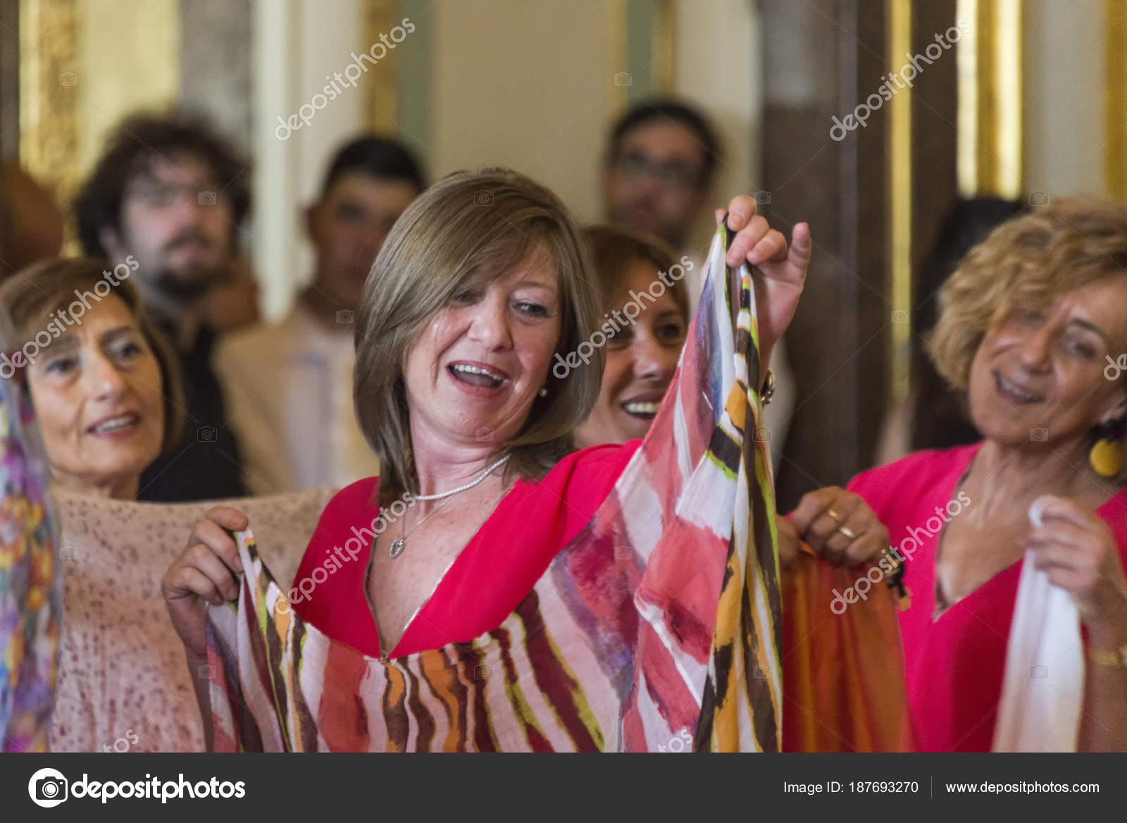 Amateur women singing