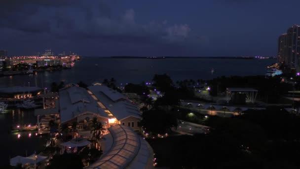 Letecké video z centru Miami v noci