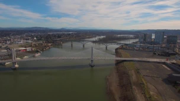Letecké video z Portland Tillicum most