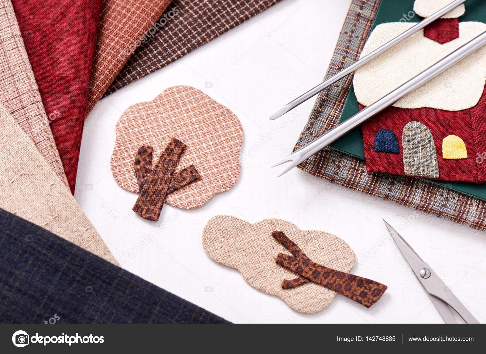 Strumenti di applique per tessuto e con dettagli di applique