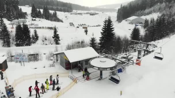 lyžařské středisko bukovel karpaty s lidmi