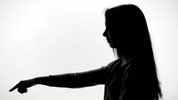 Indice di mostrando di giovane donna nel profilo