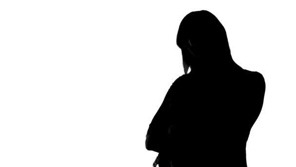 Sagoma di donna con braccia incrociate