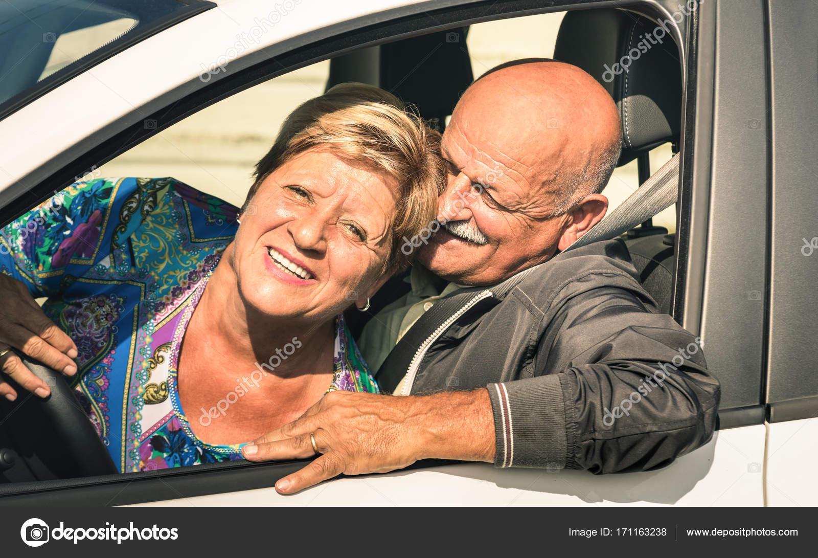 Зрелых в авто