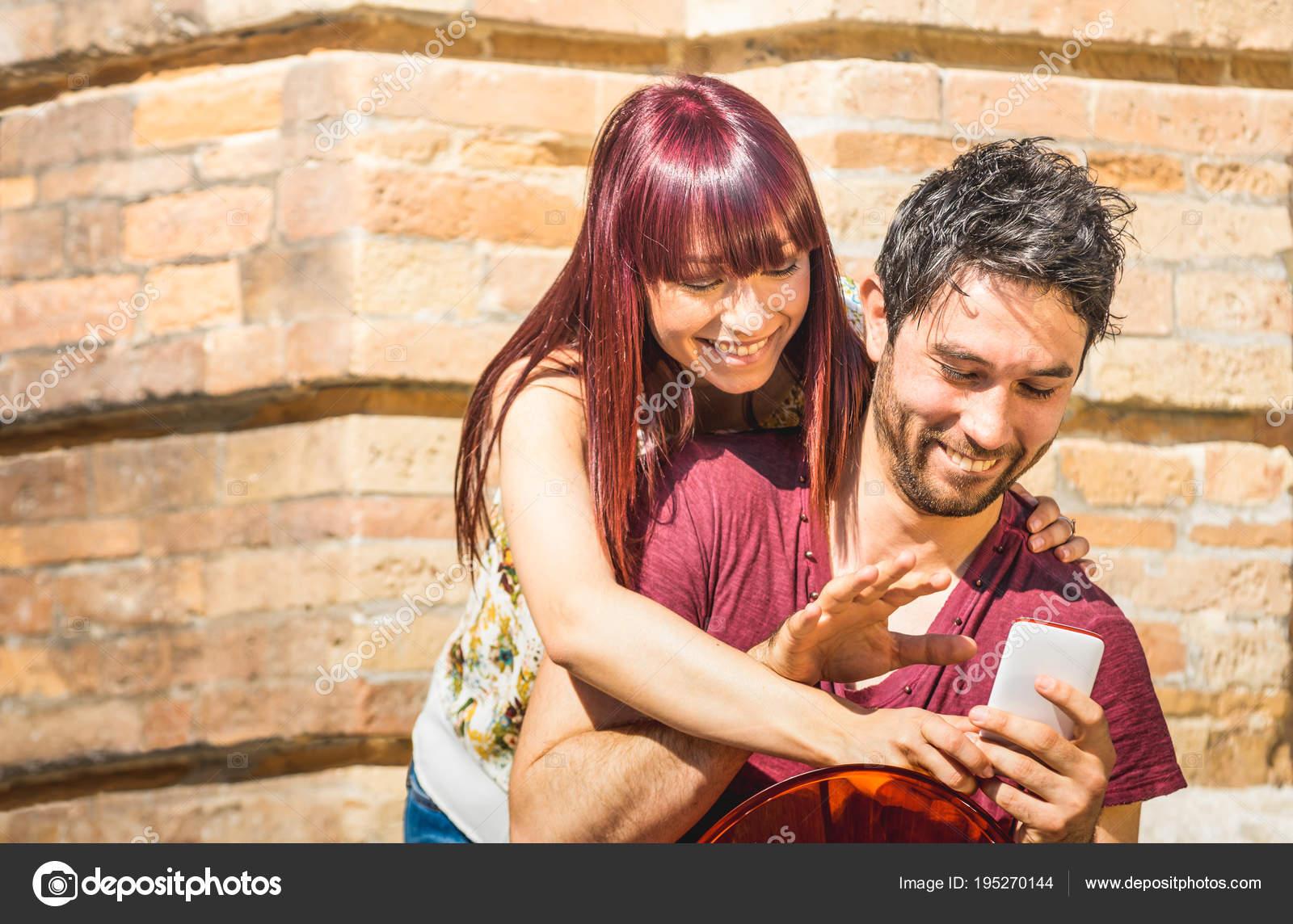 διαφυλετικός σχέσεις σε απευθείας σύνδεση dating Dating κορίτσι με προβλήματα εμπιστοσύνης