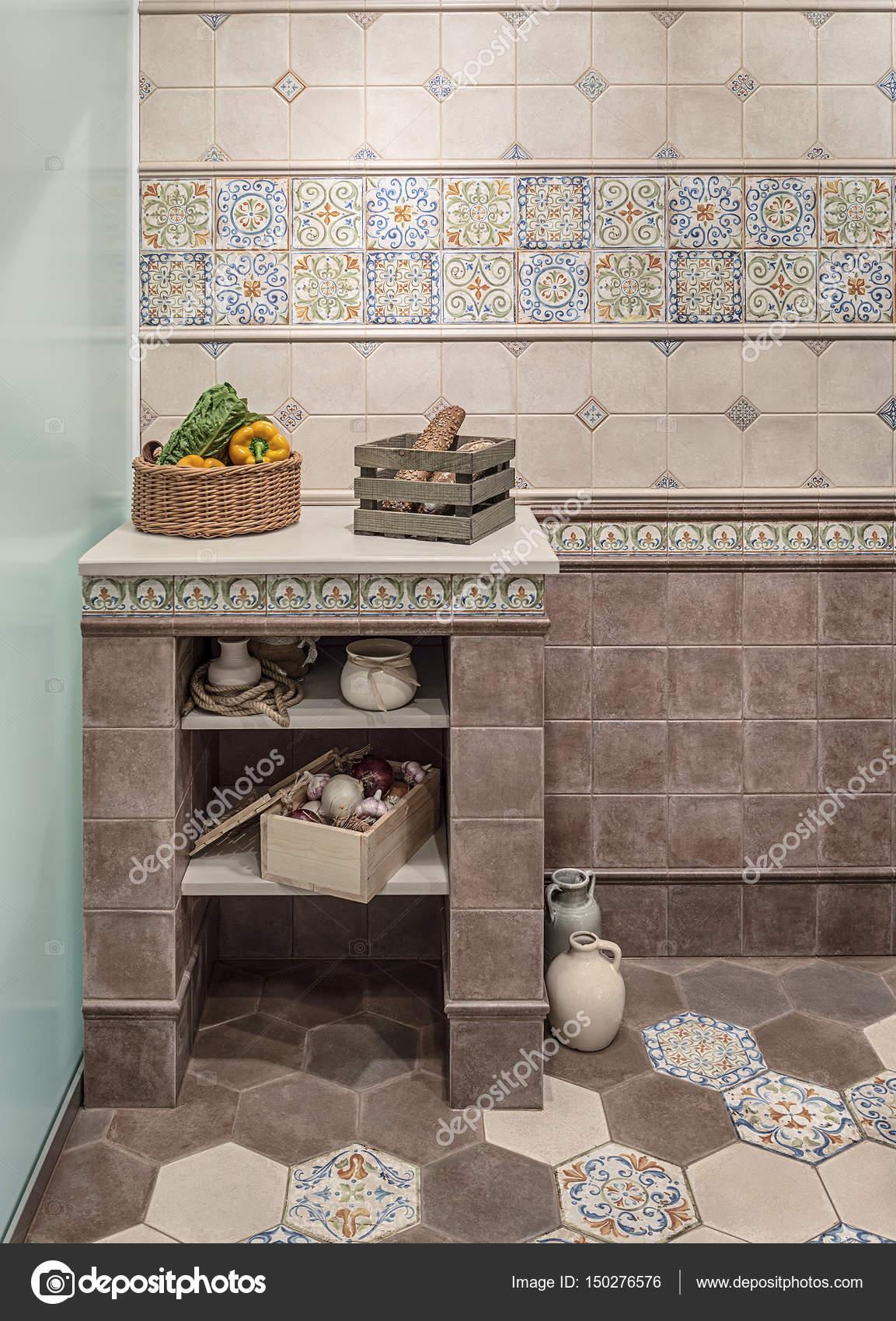 Küche Interieur im retro-Stil. Die Wände, den Boden und in der ...