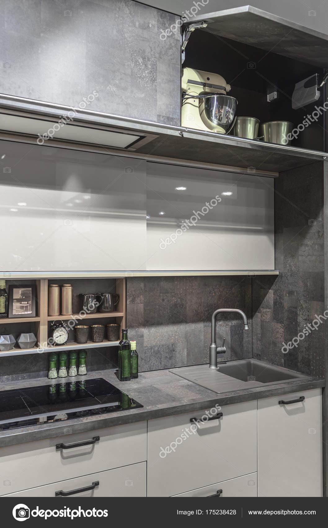 Cozinha Moderna E Funcional Duas Fileiras De Prateleiras Superiores