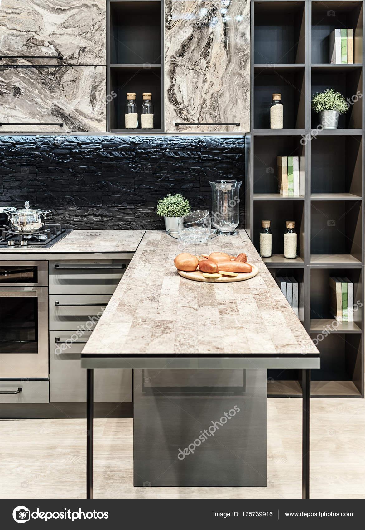 une cuisine fonctionnelle et confortable dans le style de salut