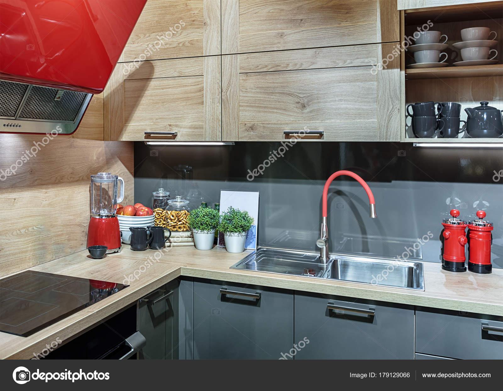 Sauber, nicht standard, Retro-Küche im Stil der 50er Jahre, mit ...