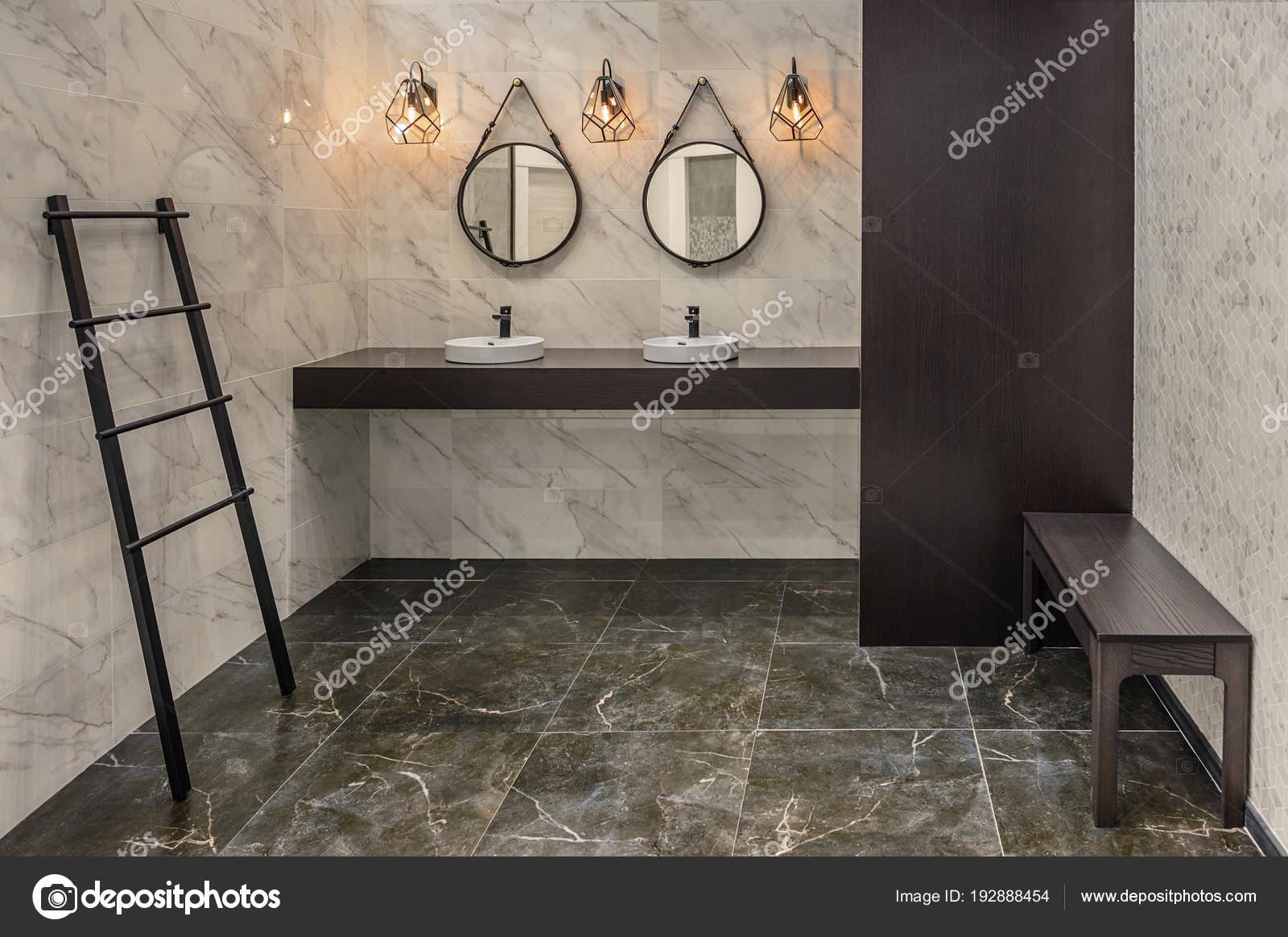 Due lavandini due specchi mobili in wengè colore e tre lampada nel