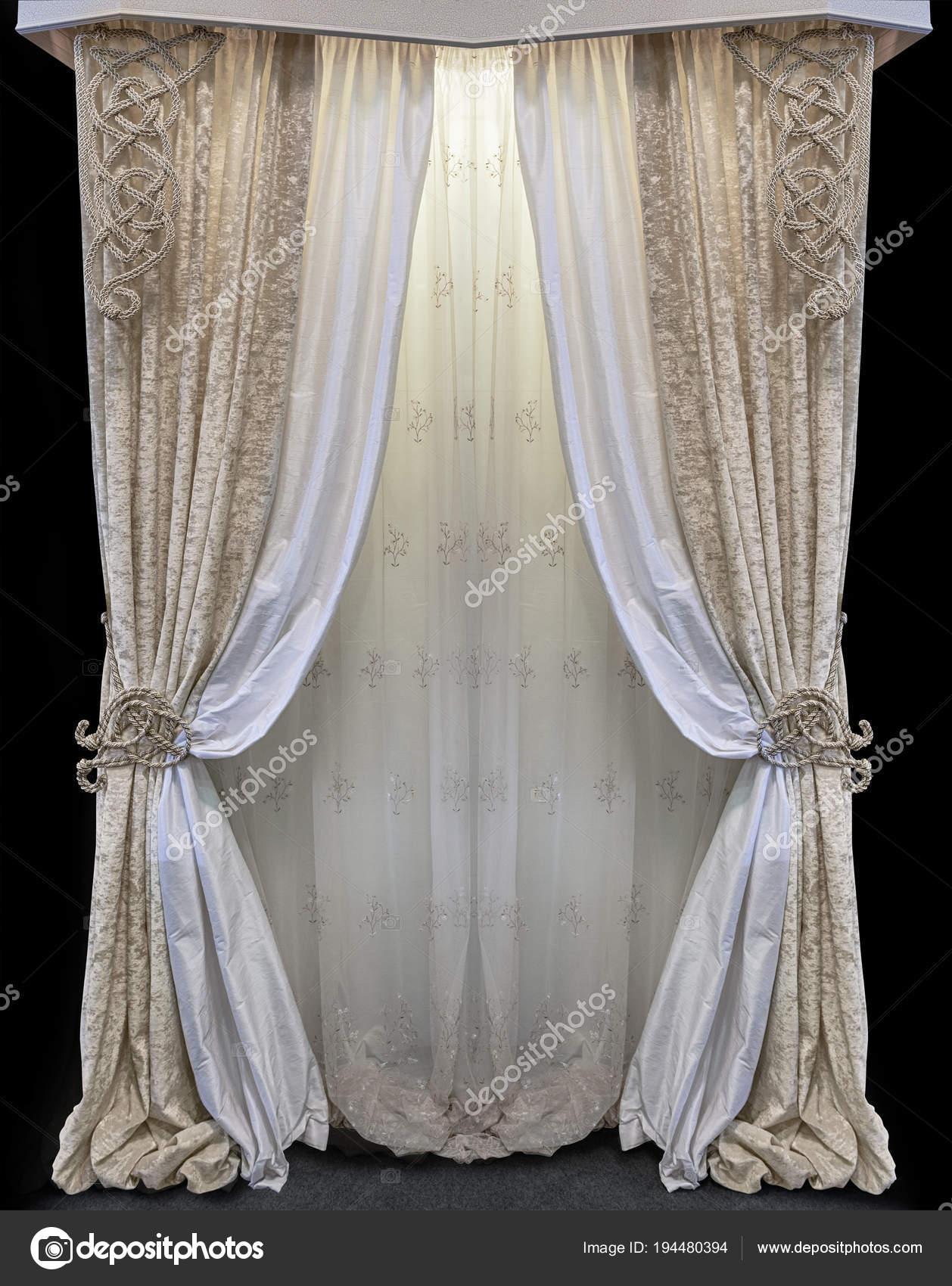Interieur Dans Le Style Du Palais Combinee Des Rideaux En Velours