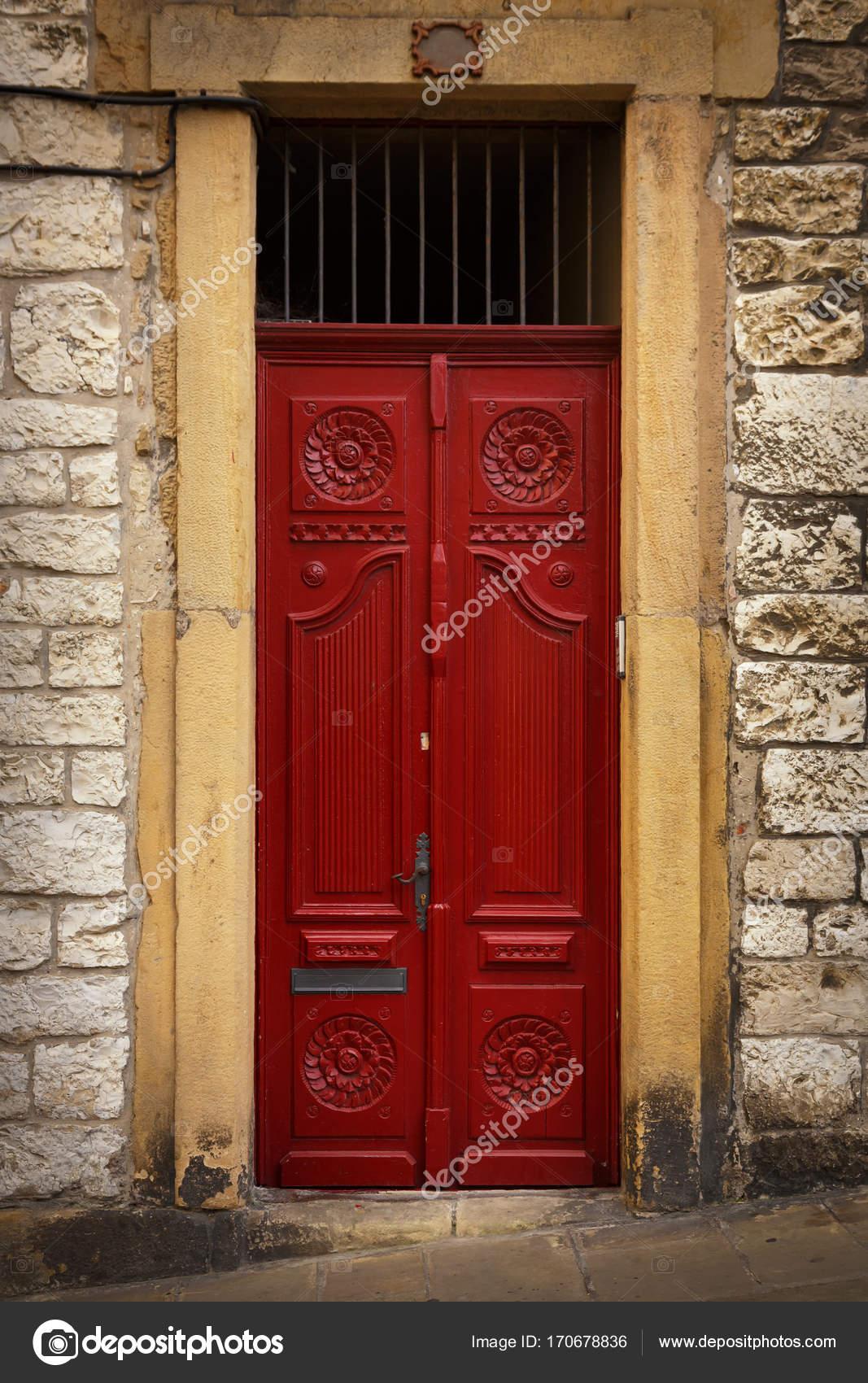 Puertas De Madera Estilo Europeo Entrada Al Edificio Hermosa
