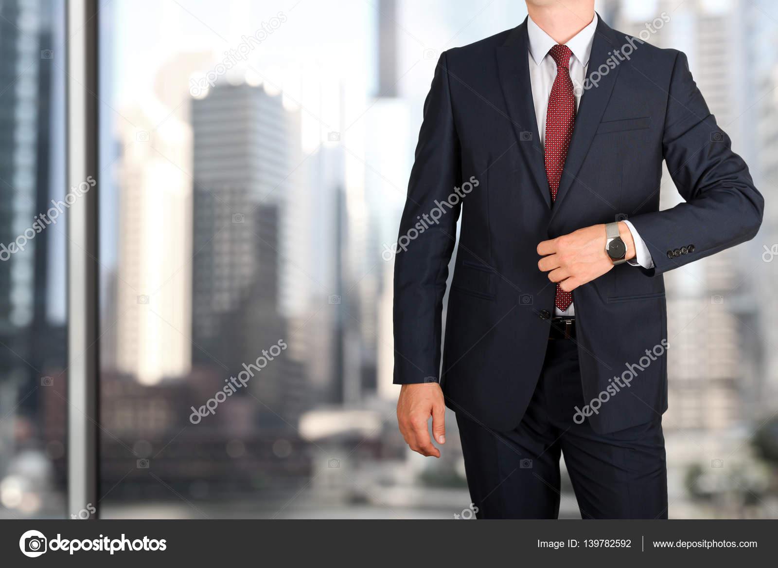 Moda Uomo Ufficio : Concetto di ufficio e di affari moda giovane uomo di affari in