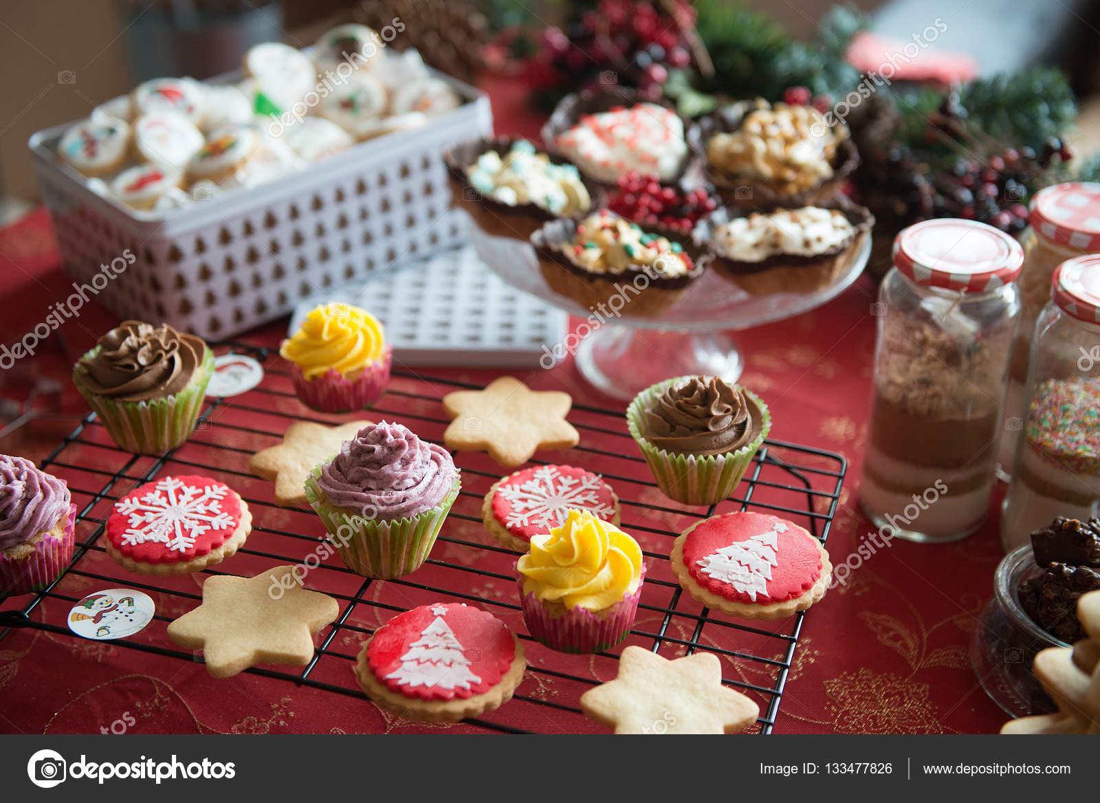 Muffins Kuchen Sussigkeiten Und Bonbons Zu Weihnachten Stockfoto