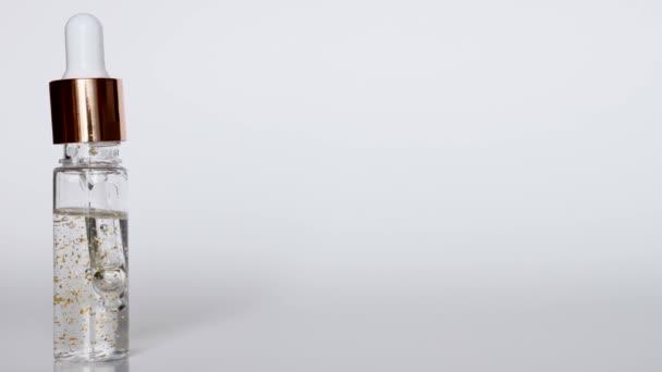 Kozmetikai pipetta átlátszó üveg palack Mock Up fehér háttér