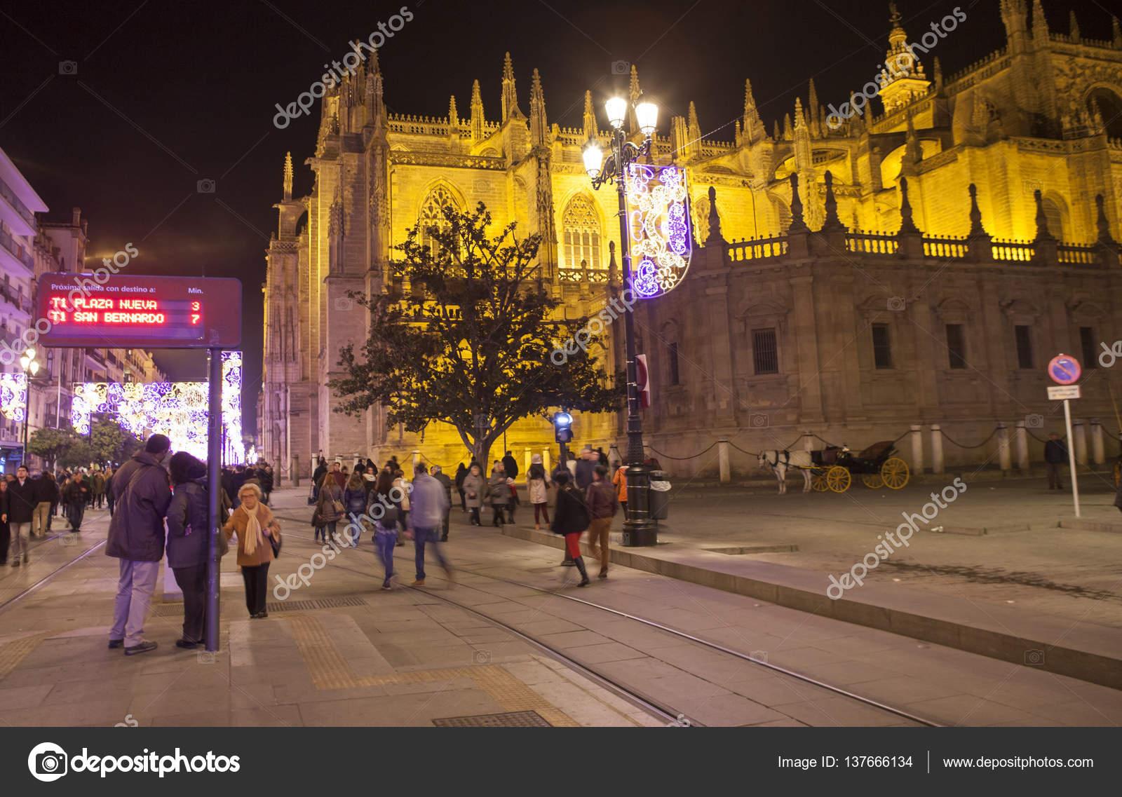Nachtansicht der Street auf Weihnachten, Sevilla, Spanien ...