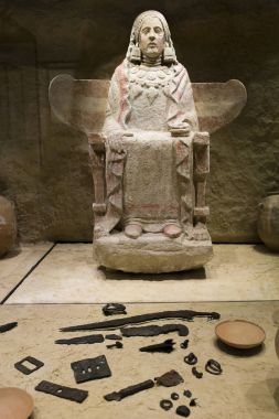 Lady of Baza with grave goods