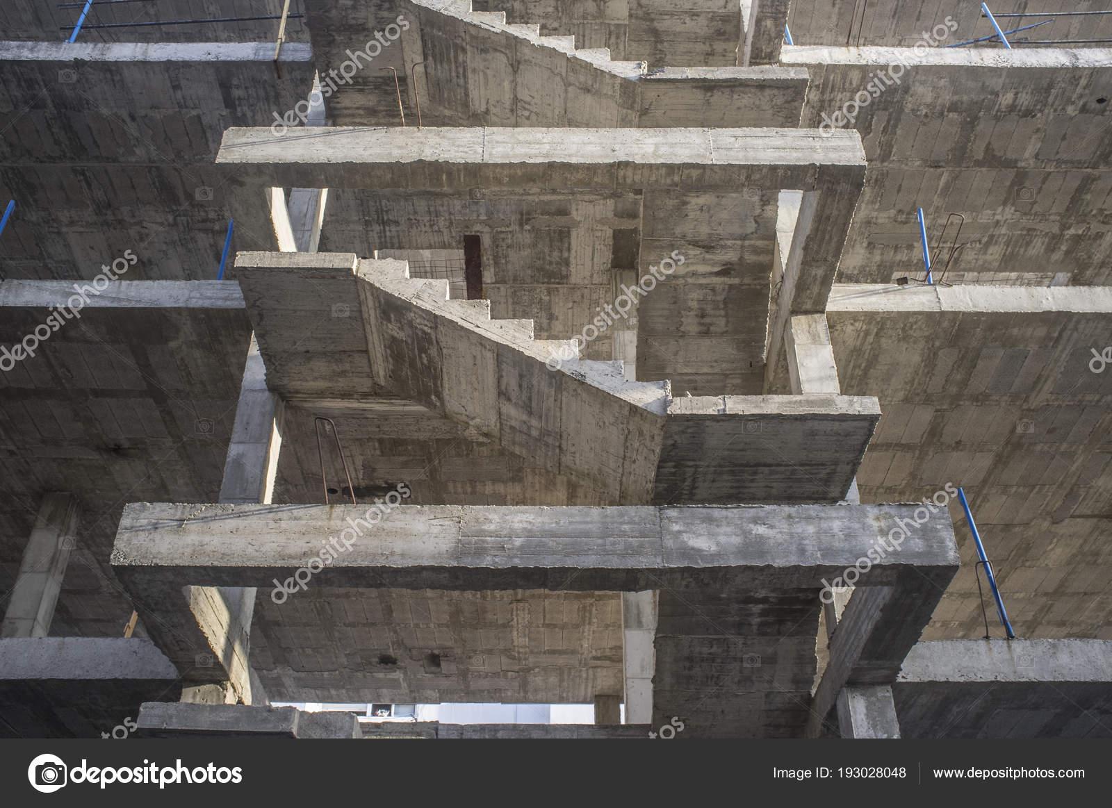 Structure De L Escalier En Béton Troisième étage