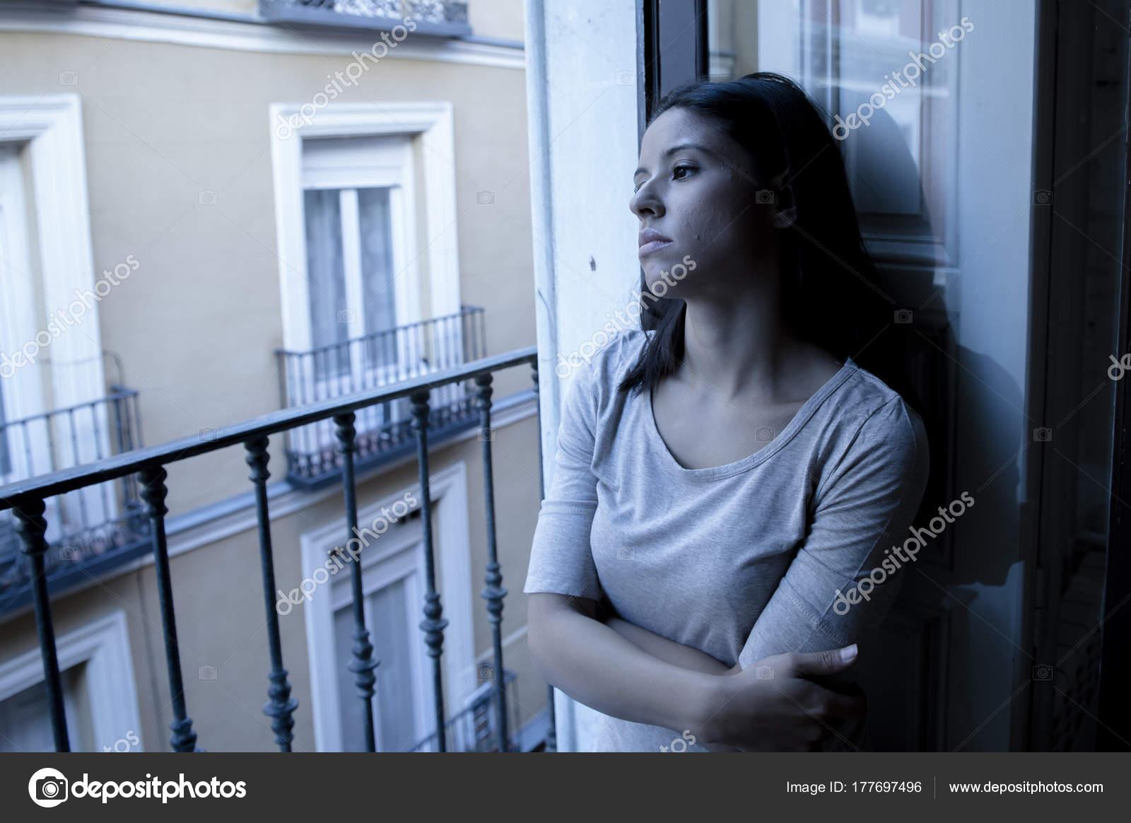 Фото одиноких девушек дома