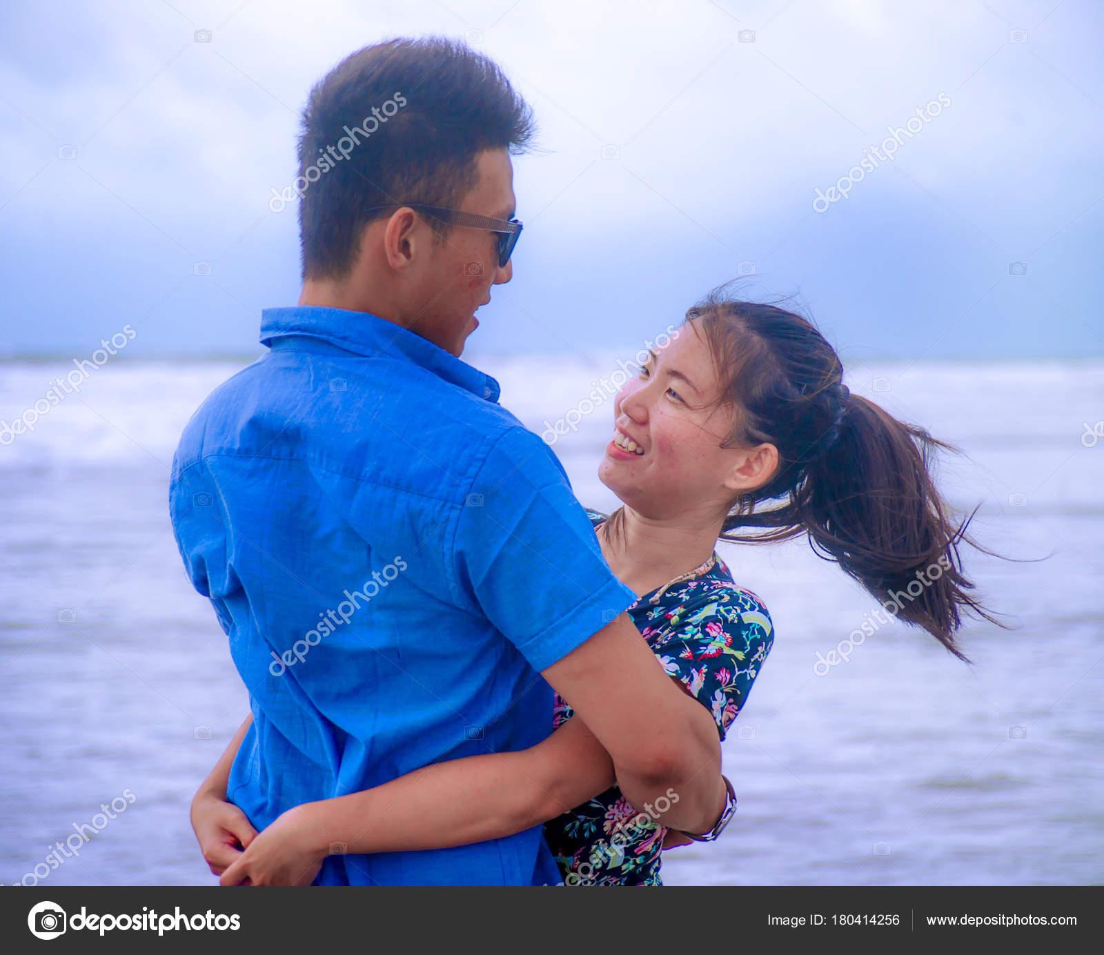 Asiatische Datierung völlig frei
