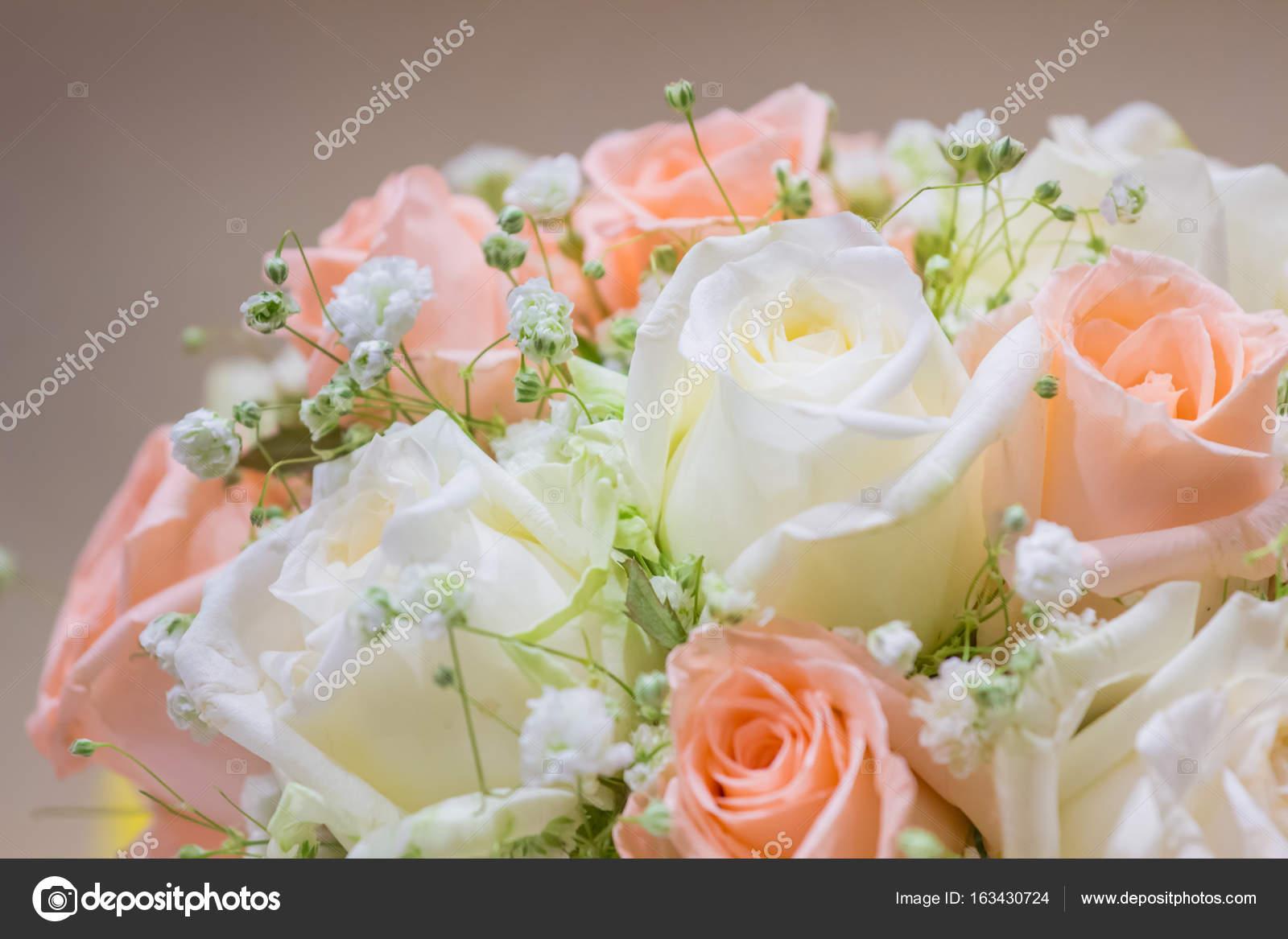 Hochzeit Blumenstrauss Mit Rosen Als Hintergrundbild Stockfoto