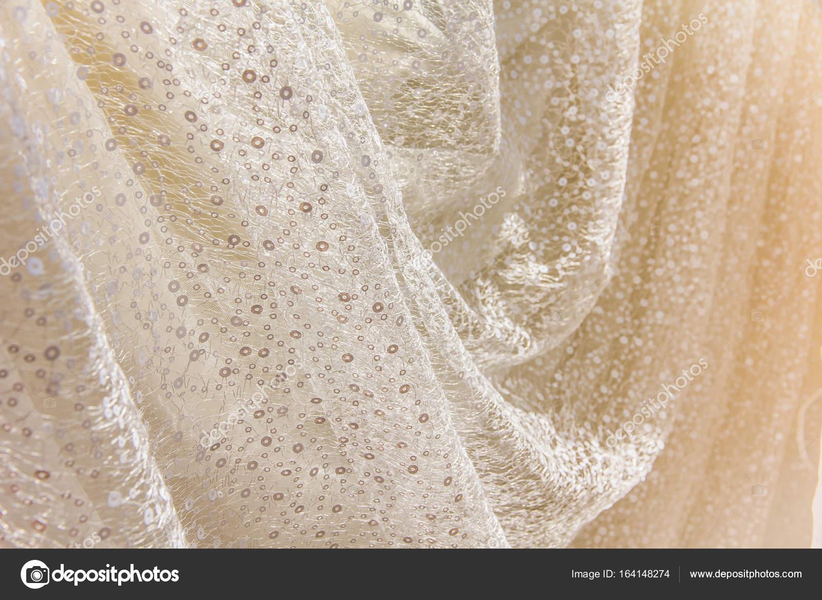 Vestidos de novia con tela bordada