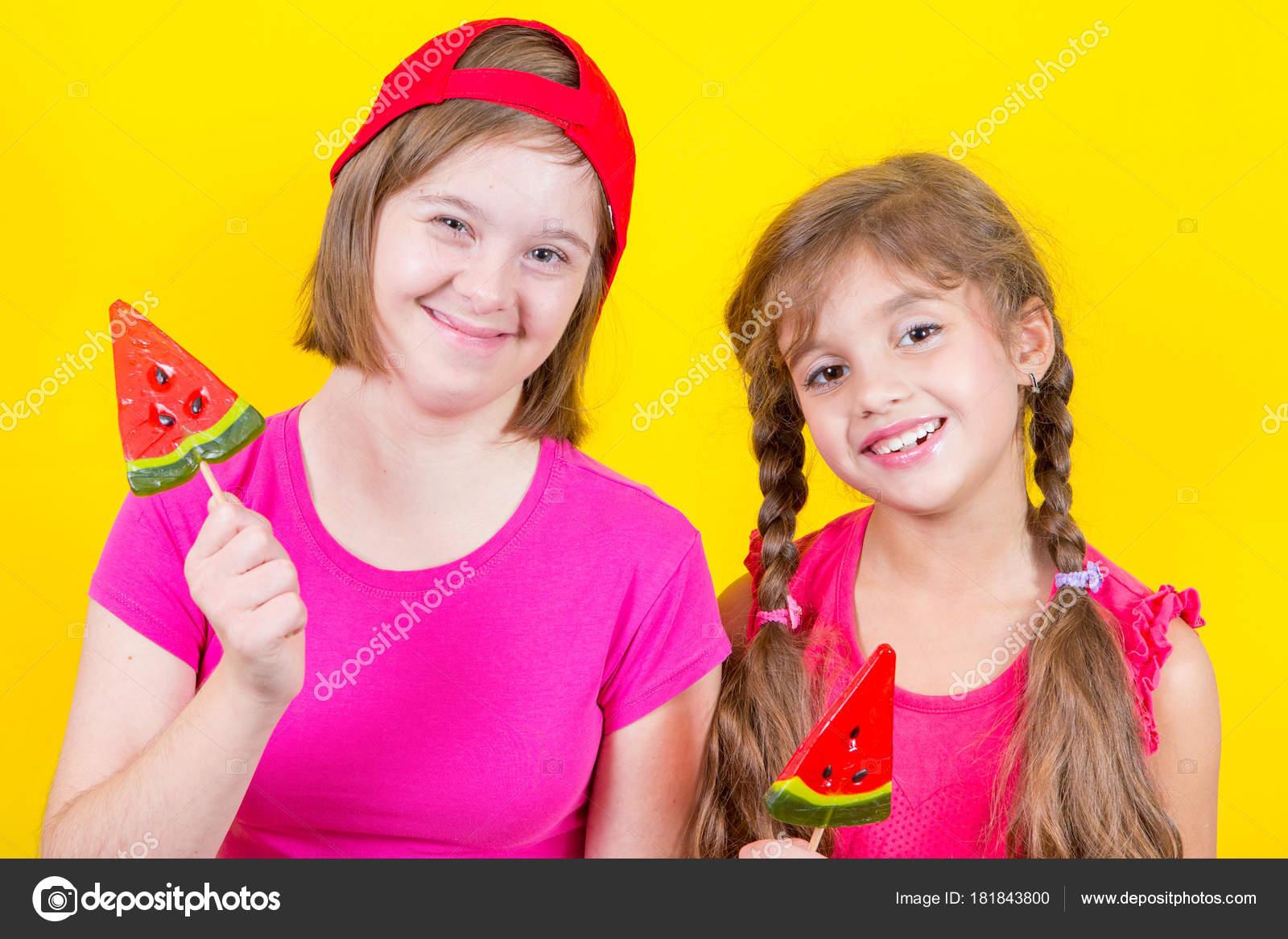 Маленькие девочки лесбиянки