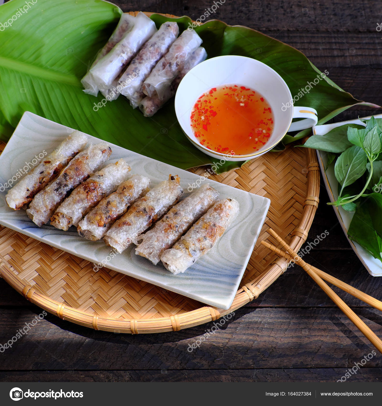 Involtini primavera vietnamiti pasticceria — Foto Stock ...