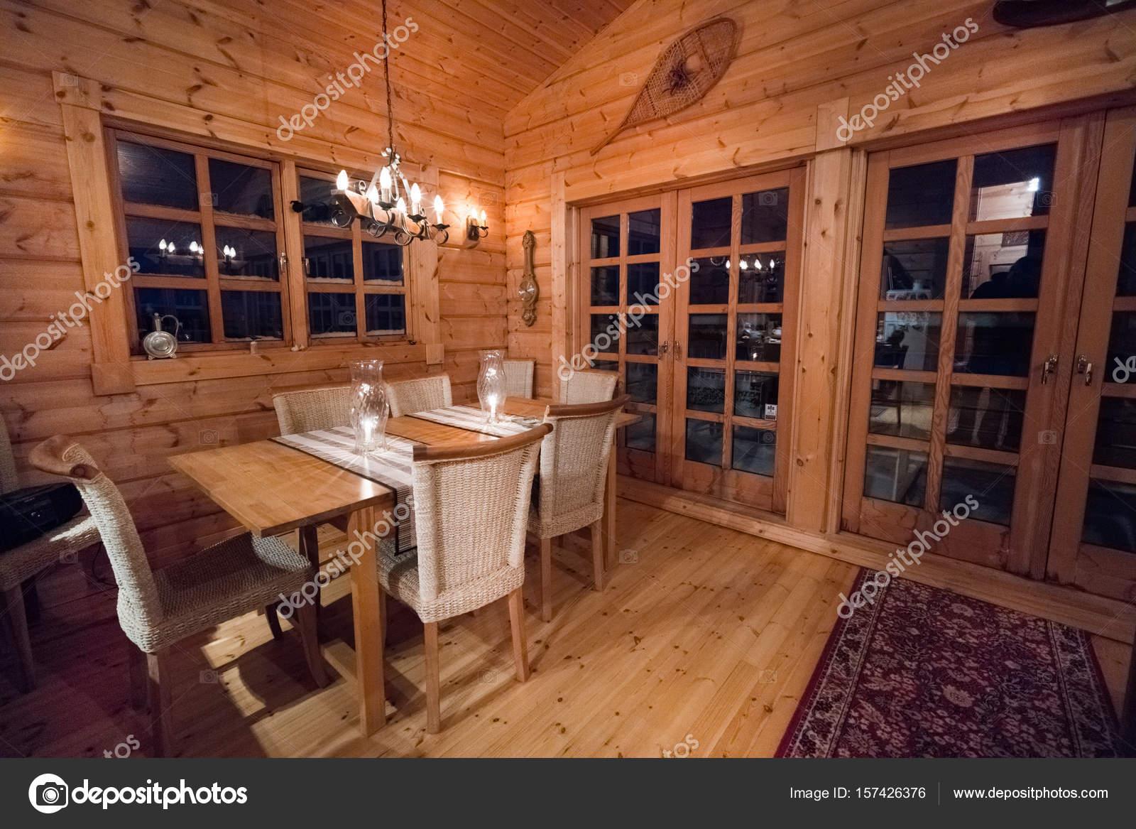 Gemütlicher Speisesaal Blockhaus Mit Holzmöbeln Island Europa ...