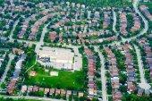 A légi felvétel a lakossági külvárosában házak