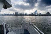 New York city z přední části člunu