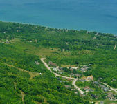 A légi felvétel a lakossági külvárosában-tó