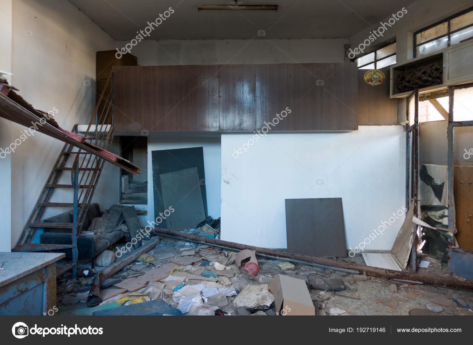 Casa Abandonada Suja Heraklion Gr Cia Stock Photo Bruno135