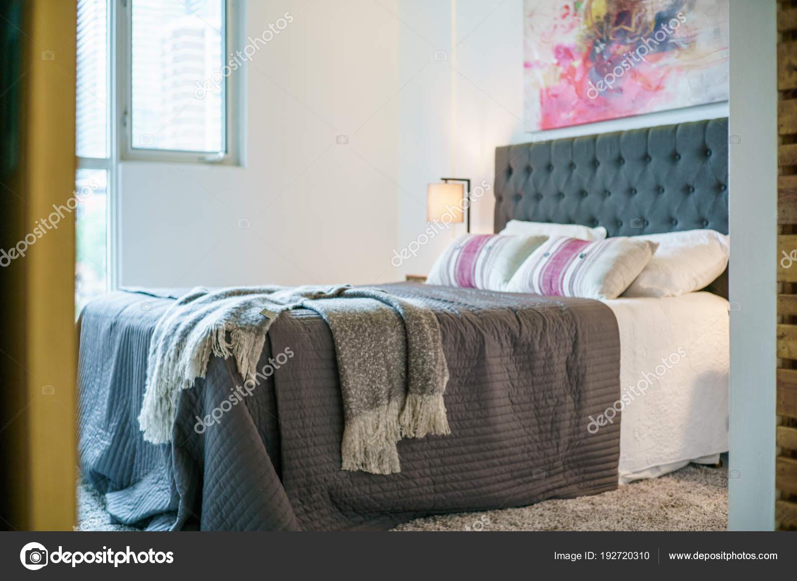 Modern Gezellig Interieur : Interieur van gezellige slaapkamer modern design u2014 stockfoto