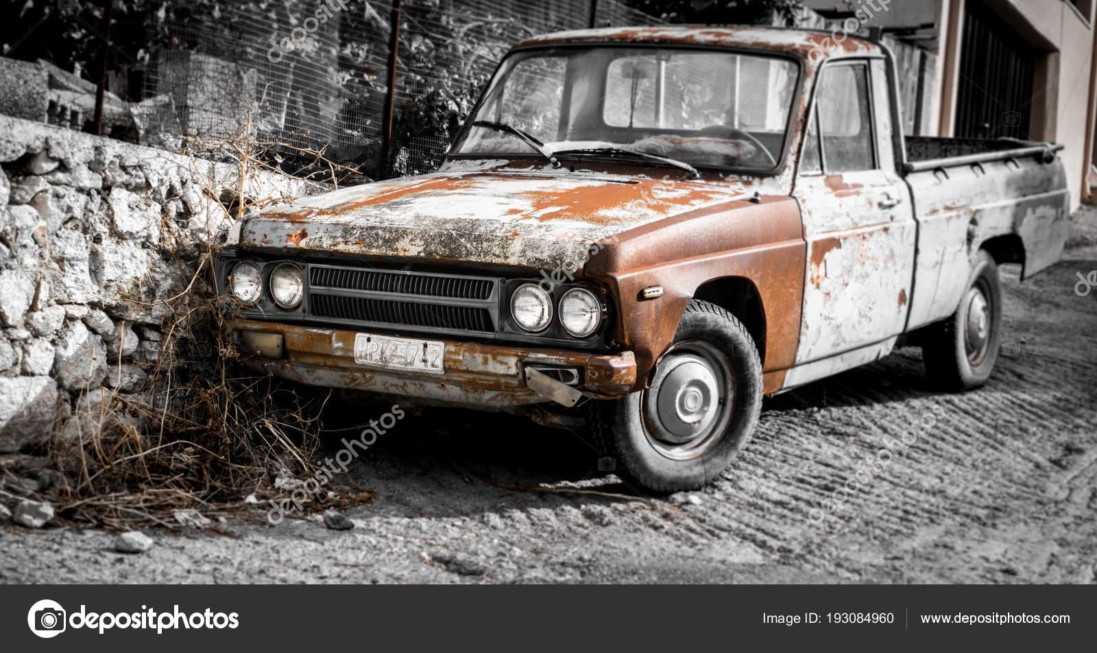 Altes Auto Auf Der Straße Redaktionelles Stockfoto Bruno135