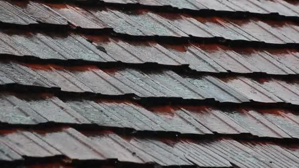 Silná květnová bouřka na střeše
