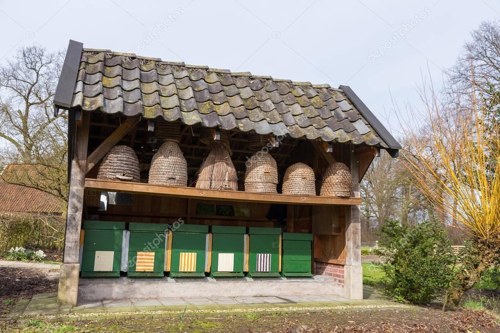 Bienenst cke und bienenst cke drau en unter dach for 2533 raumgestaltung und entwerfen
