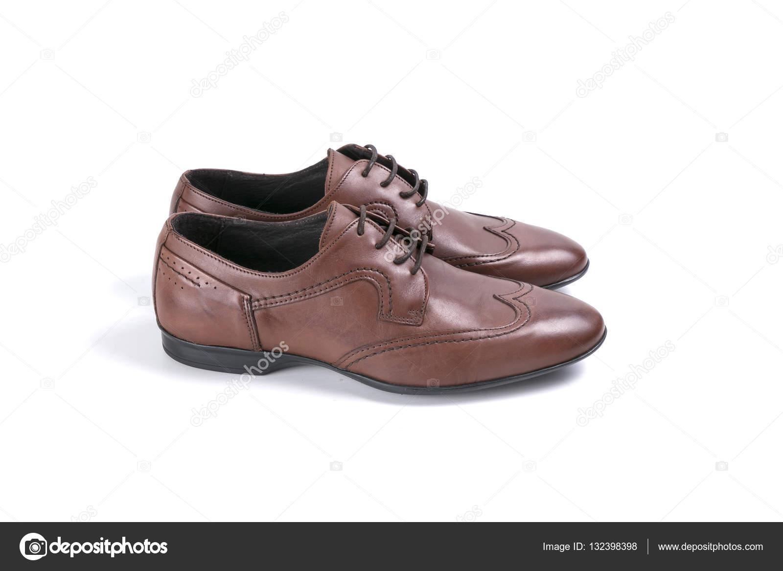 f647516fca3 Mannelijke schoenen in bruin leder op witte achtergrond, geïsoleerde  product, bovenaanzicht — Foto van georgevieirasilva