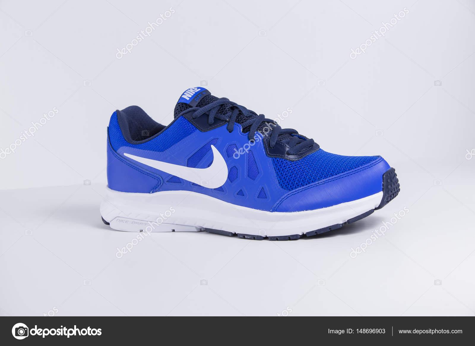 Afife, Portogallo - 31 marzo 2017: Nike calcio scarpe da ginnastica. Nike,  azienda multinazionale. Isolato su bianco. Colpi di prodotto — Foto di ...