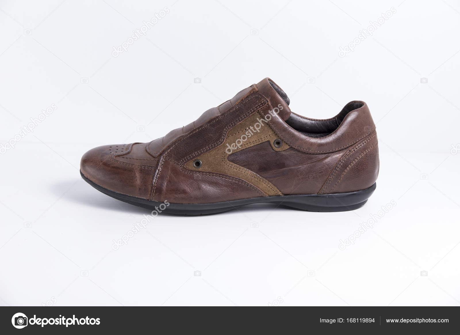 7f28c78aaa Zapatos hombre cuero marrón sobre fondo blanco — Foto de stock ...