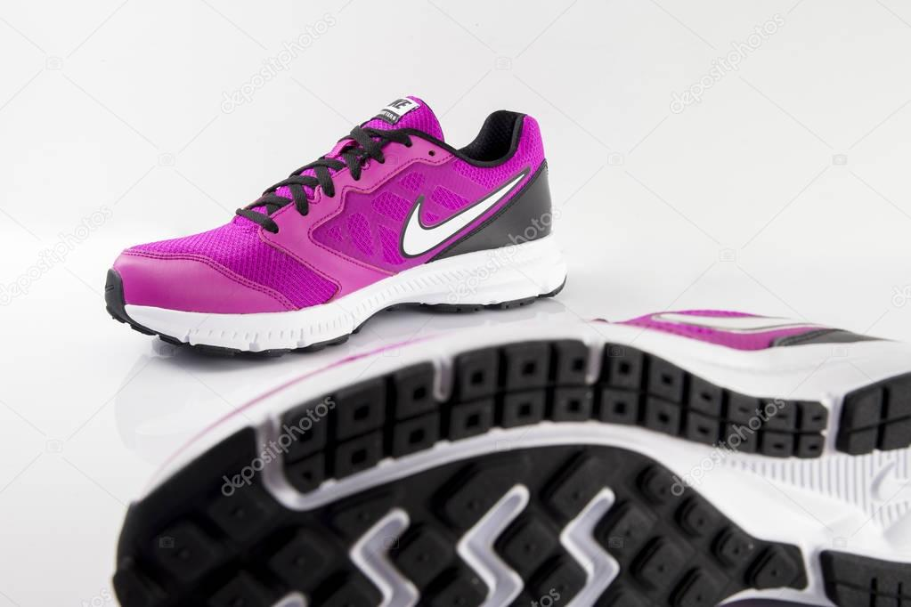Nike кроссовки футбол – Стоковое редакционное фото