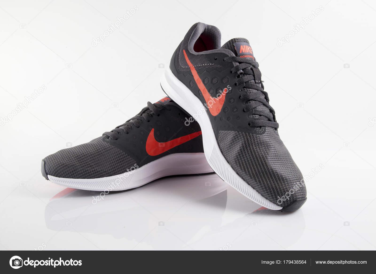 los angeles 73a0d c9e53 Portugalia Stycznia 2018 Nike Buty Sportowe Piłka Nożna Nike Międzynarodową  — Zdjęcie stockowe