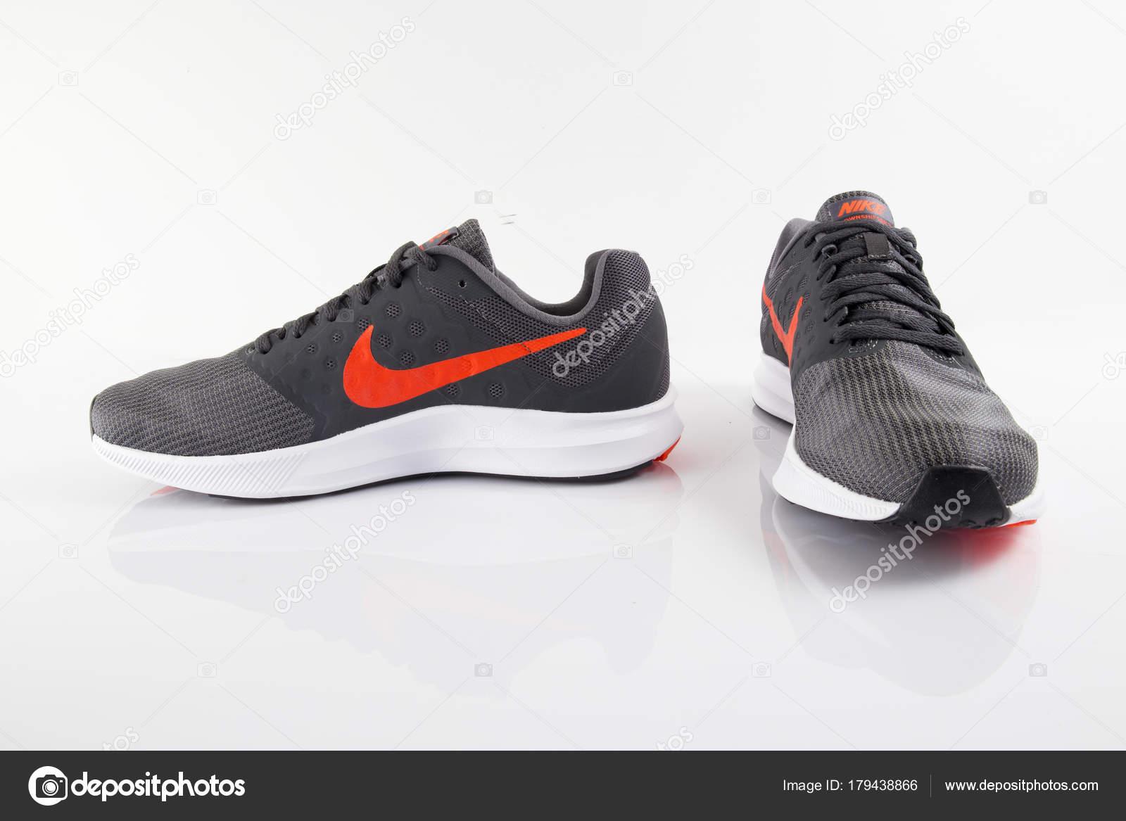 huge discount 8328a 548fd Portugal Empresa Zapatilla Multinacional Nike Aislado Fútbol 2018 Enero  UwqUHZr