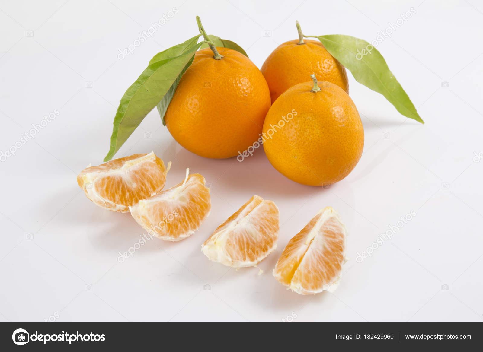 Colección Cítricos Aislado Mandarinas Enteras Mandarina Frutas Segmentos  Pelados Aislados ... d00fe5c3aa8e