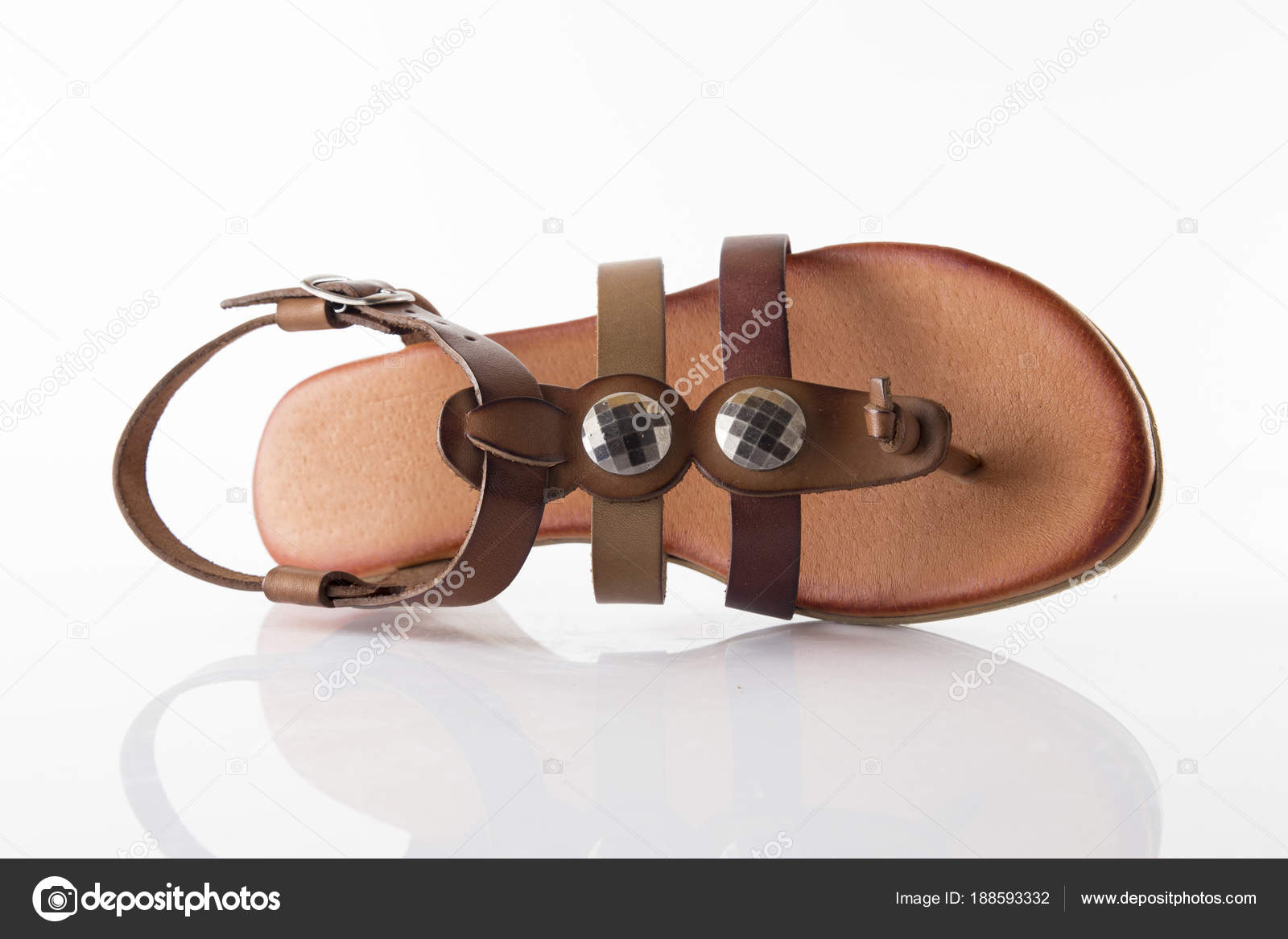 c25b6f4ac98c6 Female Brown Leather Sandal White Background Isolated Product Comfortable  Footwear — Stock Photo