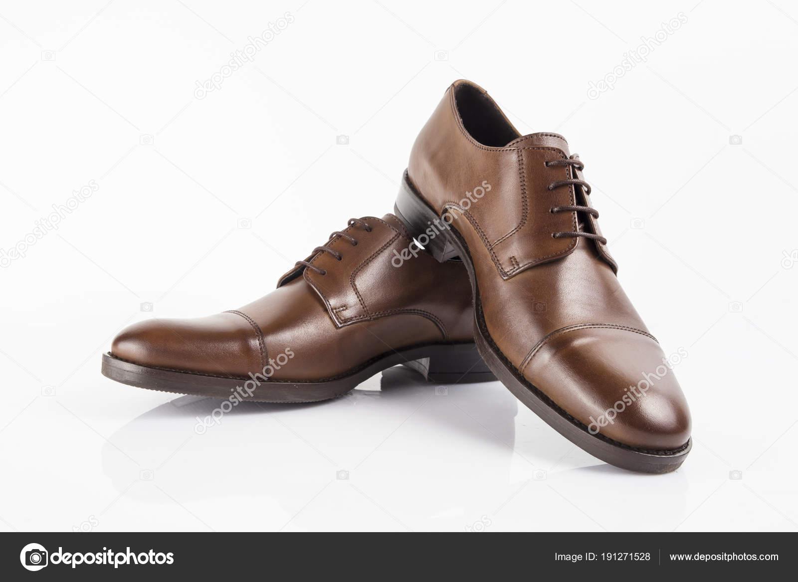 390fb115da Zapato Elegante Cuero Marrón Hombre Sobre Fondo Blanco Producto Aislado —  Fotos de Stock