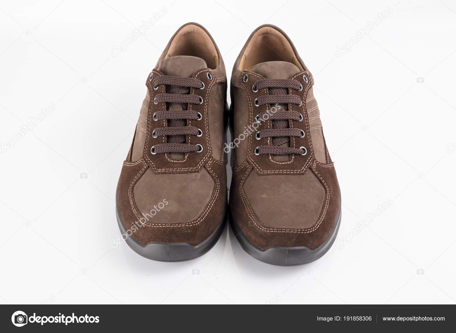 3345981670 Muž Hnědé Kožené Boty Bílém Pozadí Samostatný Produkt Pohodlná Obuv– stock  obrázky