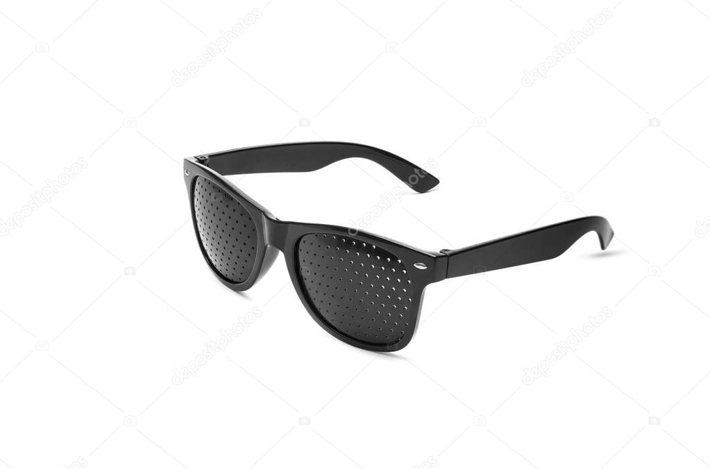1a69ea5bef Γυαλιά ηλίου τρύπα PIN. Αντι μυωπία γυαλιά για διόρθωση της όρασης — Φωτογραφία  Αρχείου © SlayStorm  189090020