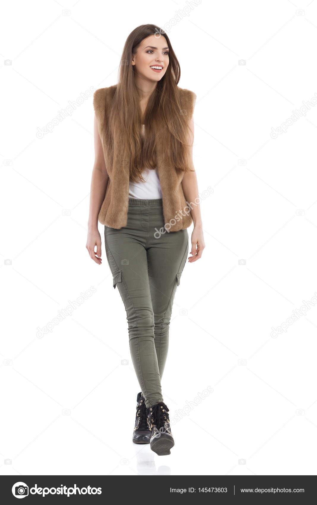 Casual Woman Walking Towards Camera Front View — Stock ...