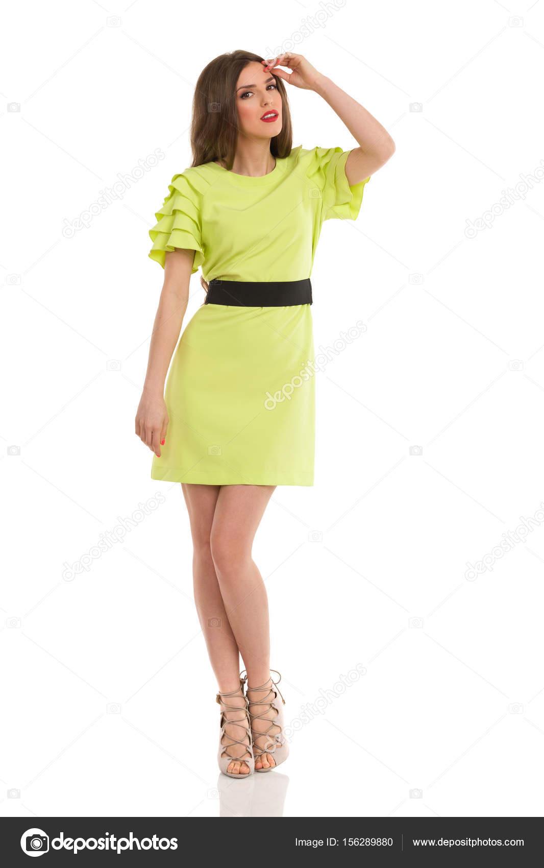 Mini vestidos y tacones